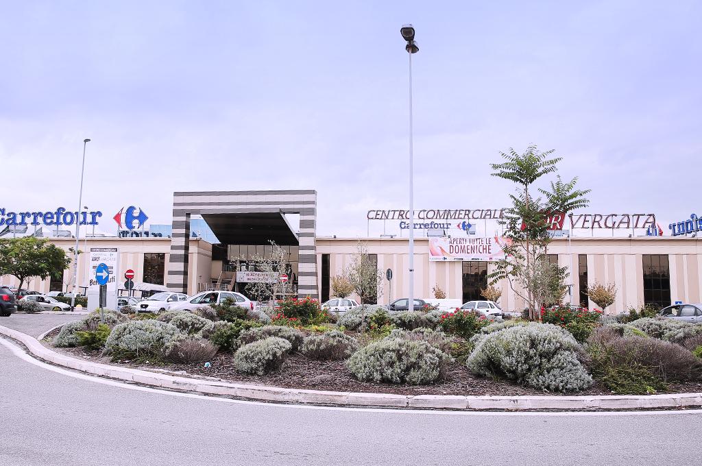 Esterno Centro Commerciale Tor Vergata